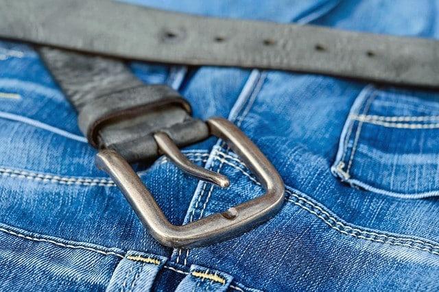 Comment porter une ceinture double boucle ?